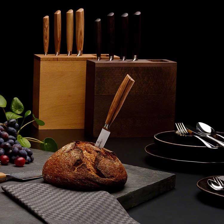 Glänzendes Besteck auf dem Tisch darf beim guten Essen leider nicht fehlen